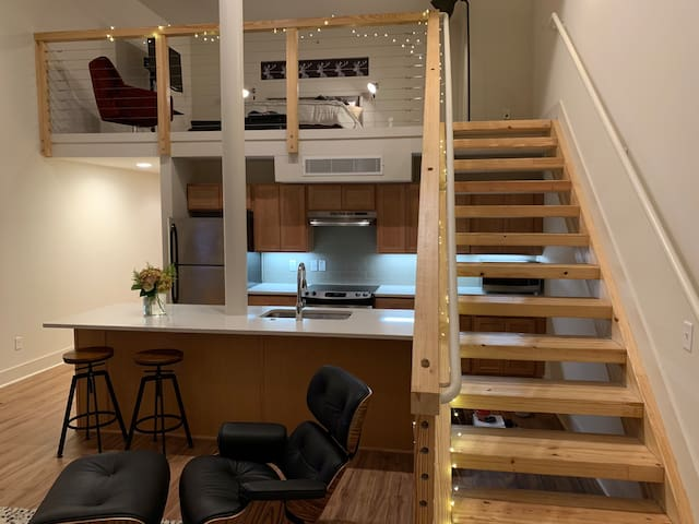 Main St. - Creative Corridor 1Bdrm Loft