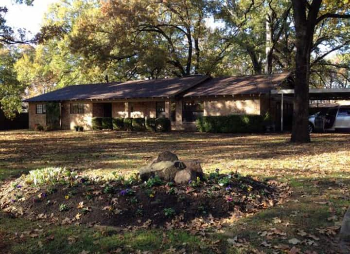Tall Oaks 4bd/3ba Whole House, sleeps 8+, 3,000sf