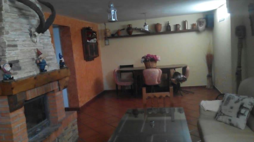 sotano de 50 m2 con chimenea para fiestas - Santorcaz - Luola