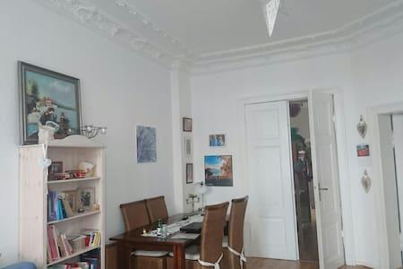 Große und charmante Altbauwohnung - Greifswald - Apartment