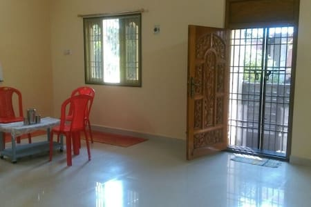 Private double room in 3 bedrooms house