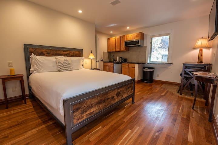 Exquisite Creekside Suite in the Heart of Aspen!