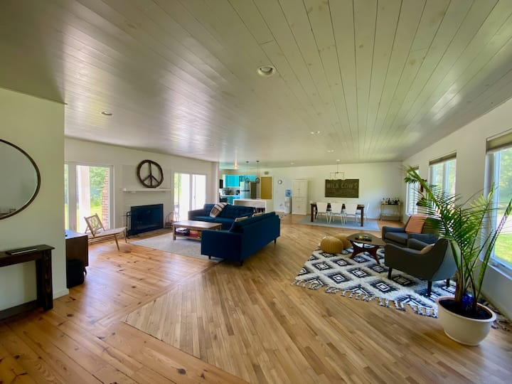 Modern Catskills 4BR with Views & Wide Open Space