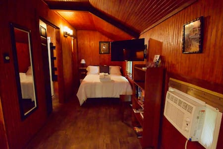 "Cajun Stays - Cajun Hostel ""The Cabin"""