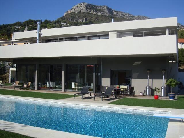 Elégante villa contemporaine avec piscine à Vence