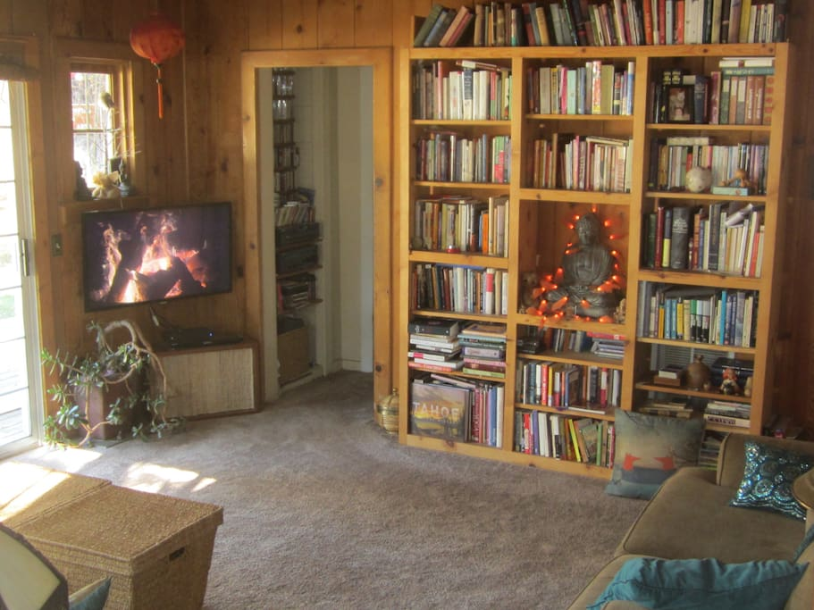 Living Room w/access to deck