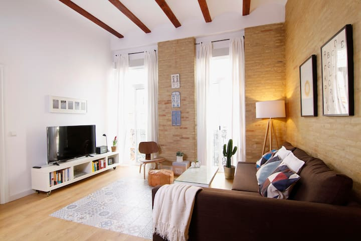 Cozy flat with sunny terrace in the trendy area!!! - València - Wohnung