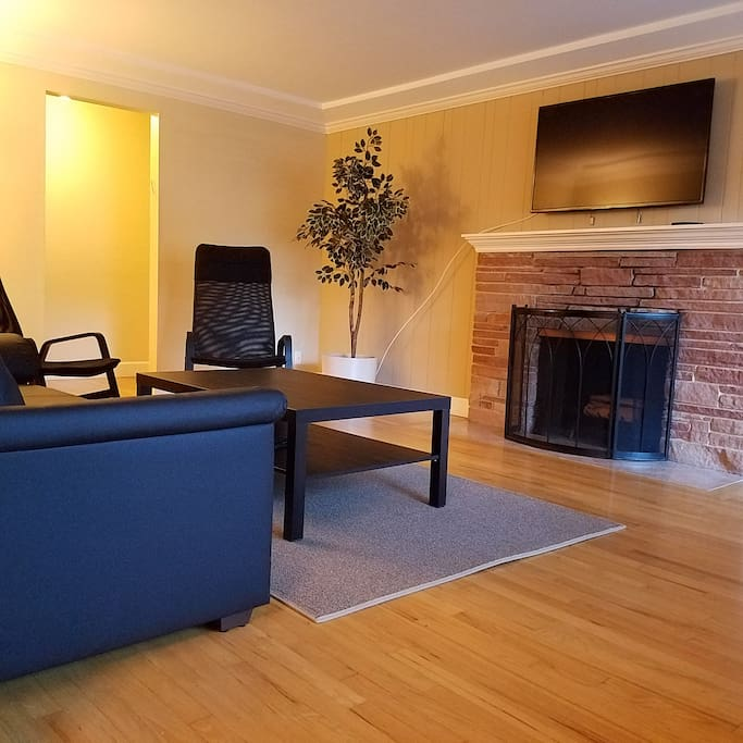 Relax with your group in the spacious living room with a TV.