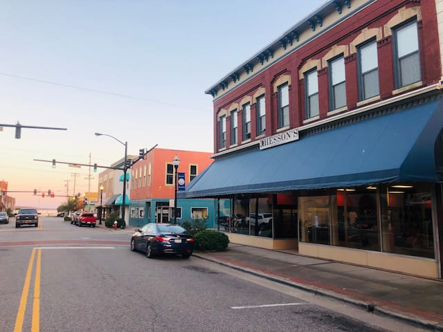 Stay Downtown On Historic Main St.