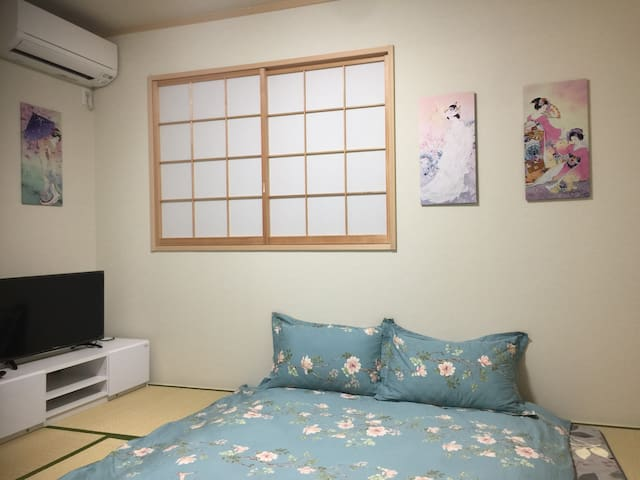 冷暖空调、液晶电视,舒适的纯棉床品,就像在家中一样放松,令您有个好睡眠。