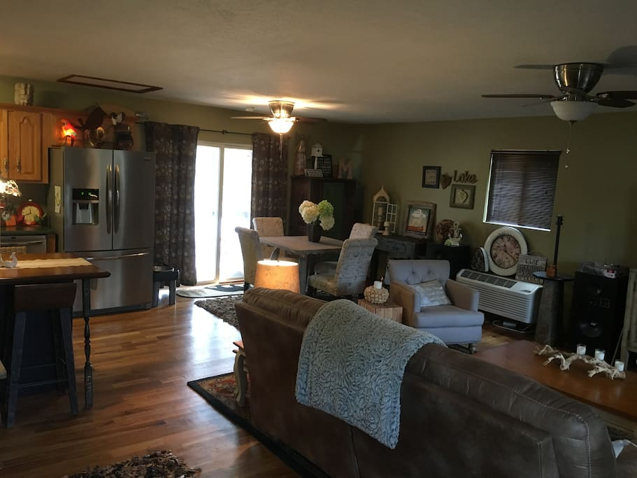 Living room, dining area, & kitchen.