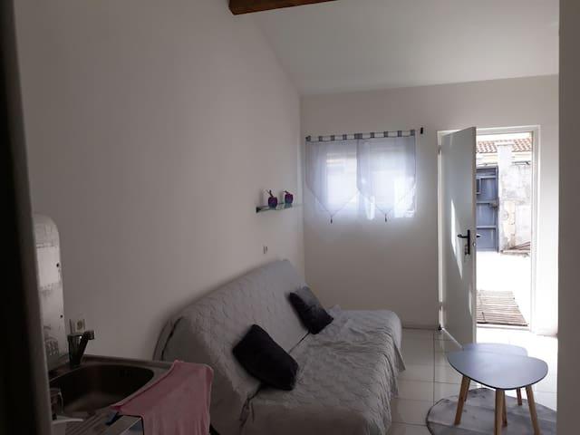 Studio dans une résidence proche du centre vill