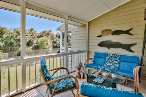 25% off! Steps to the Beach. Walk to Alys and Rosemary! TWO Balconies!