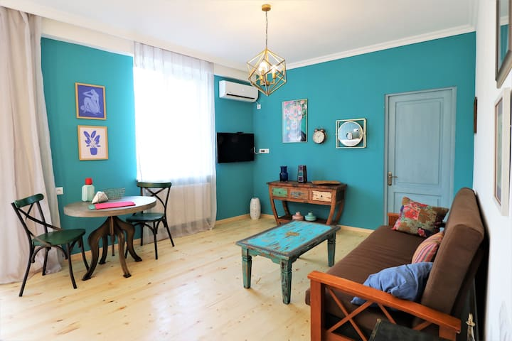 Eclectic Pad near Wine Factory in Central Tbilisi