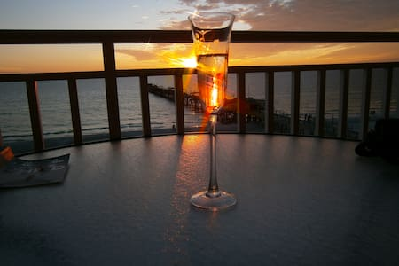 Beach Front Condominium - Redington Shores - 아파트(콘도미니엄)