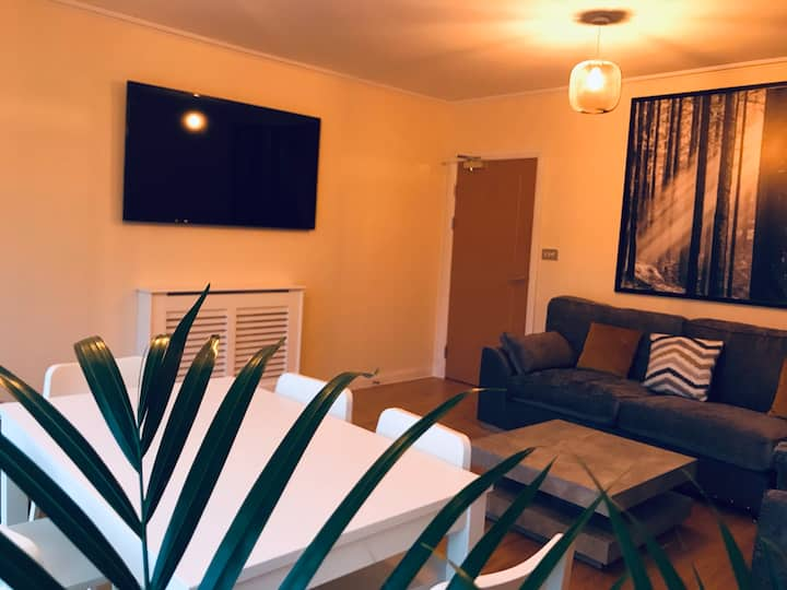 ⭐️Central to City & Cardiff Bay With Parking⭐️