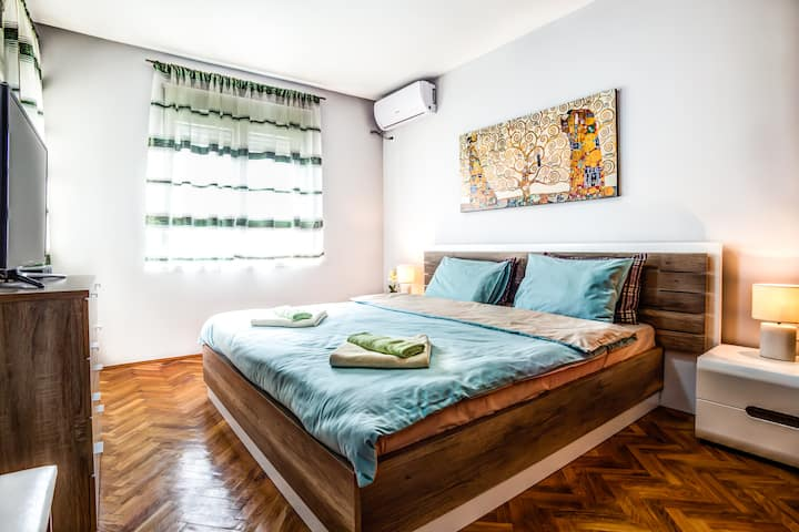 Carole Bedroom for 2 Persons with Shared Bathroom