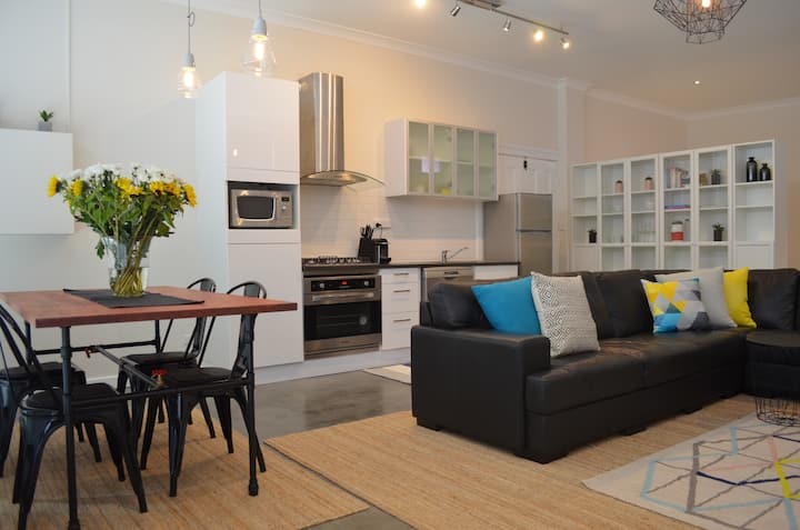 ♥♥♥Stylish City Living, Free parking, Free wifi