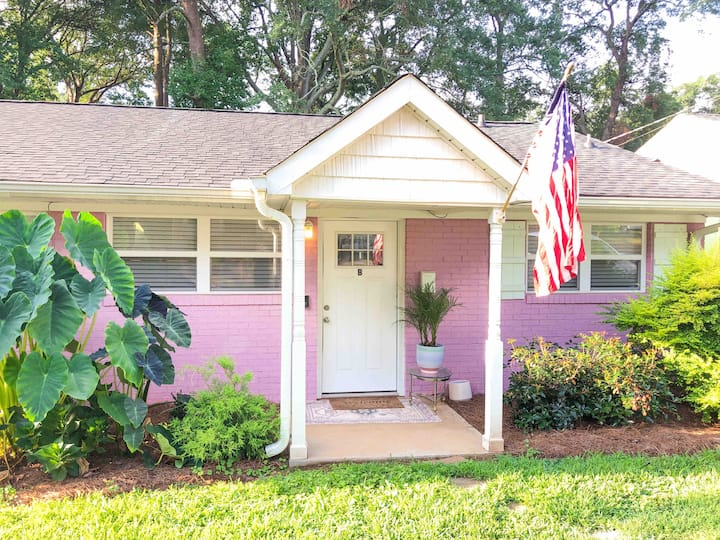Eclectic Downtown Cottage, The Pink Pearl