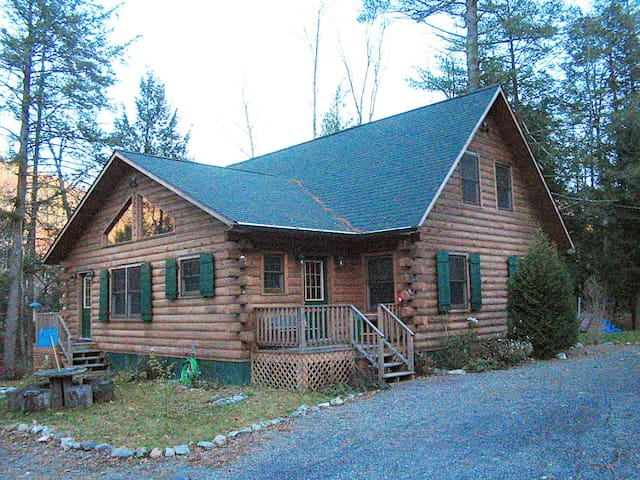 Charming, Quaint, Quiet Cabin in the Woods