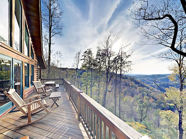 4BR Lodge w/ Mountain Views, Hot Tub & Game Room