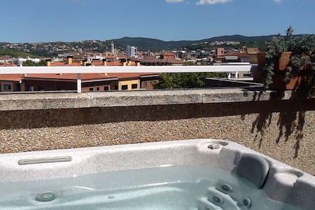 Ático con impresionantes vistas - Girona