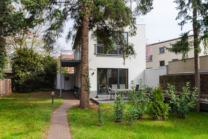 Stilvolles Apartment in Traumlage mit Garten