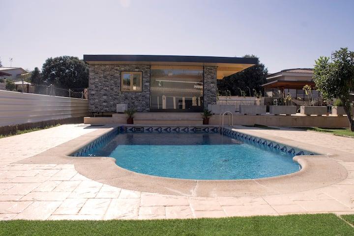 Estudio moderno con piscina: ideal parejas