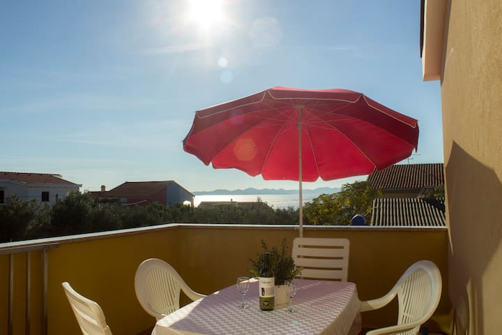 Apartment 2+2 with sea view only 150m from sea! - Ždrelac - Huoneisto