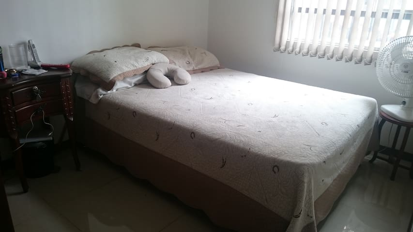 Full equipped room, next to Metro station - Bello - Apartamento