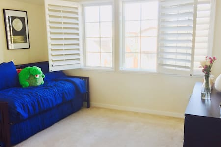 Gorgeous 1 Bedroom/Ba (2 beds) in Downtown MV - Mountain View - Ház