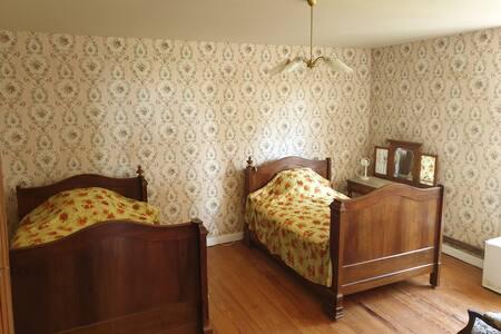 Chambre 2 lits simples au coeur du vignoble
