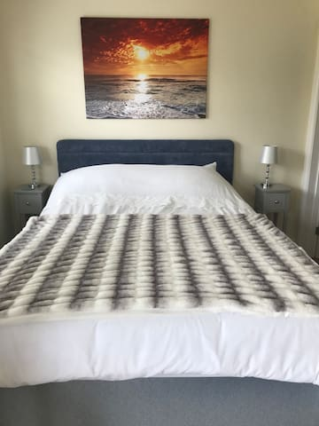 Very comfortable King sized bed with memory foam mattress
