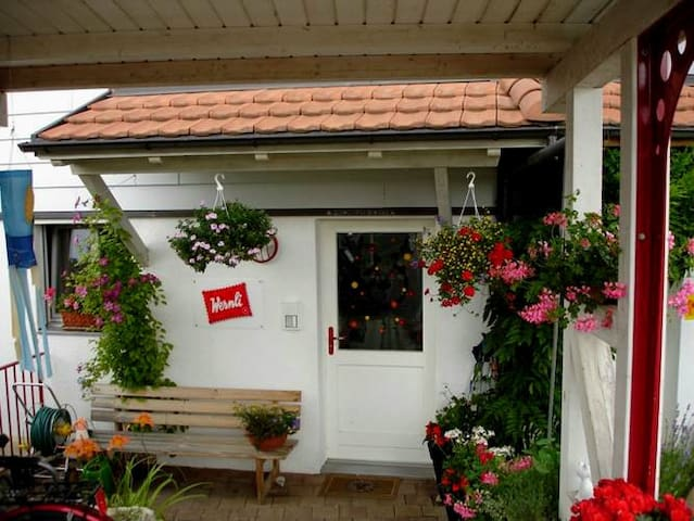 Calm & cosy room, close to Basel - Nuglar-St. Pantaleon - Huis