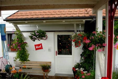 Calm & cosy room, close to Basel - Nuglar-St. Pantaleon - Casa