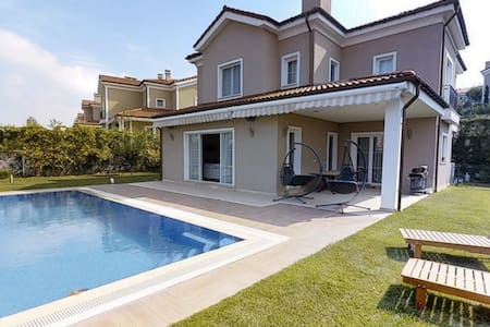 4 Bedroom Villa with Free Airport transfer