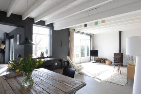 Airy light home in stunning nature - Neerijnen - Haus