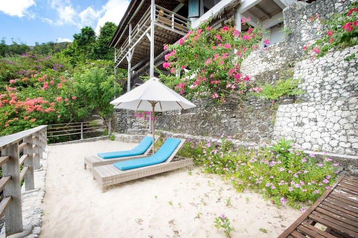 180˚ Ocean View Hidden Beach House