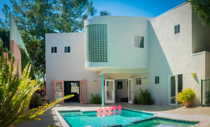 80's Mansion with Panoramic Woodland Hills' Views