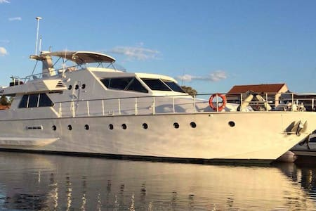 80ft Motor Power Yacht out in the water - Biggera Waters