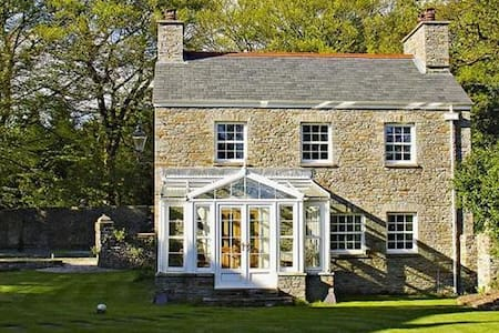 Luxury Cottage in Grounds of Historic Manor House - Pontardawe - 独立屋