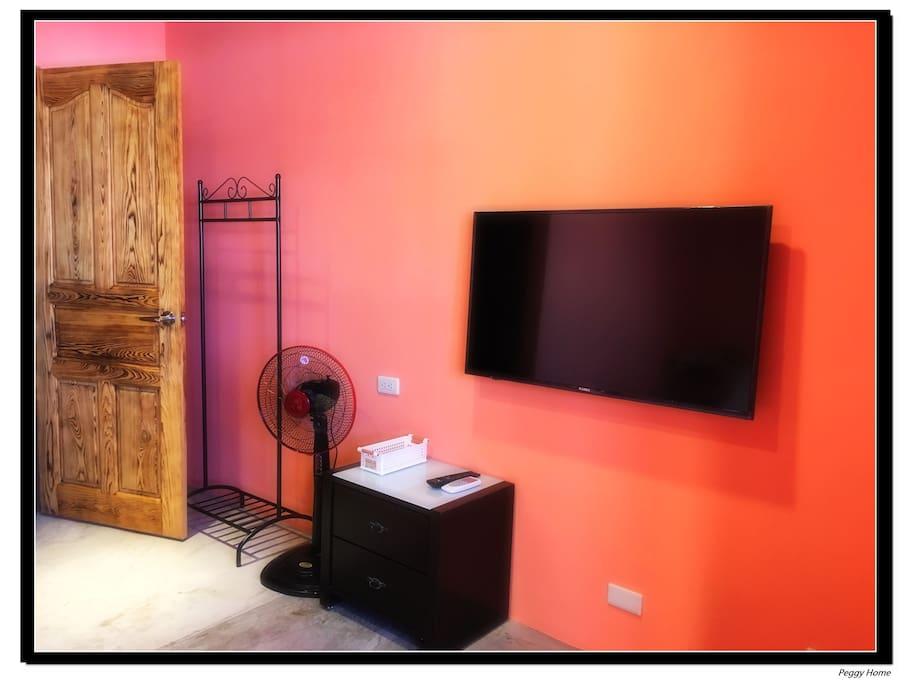 雙人房-備有43吋液晶電視及空調設備