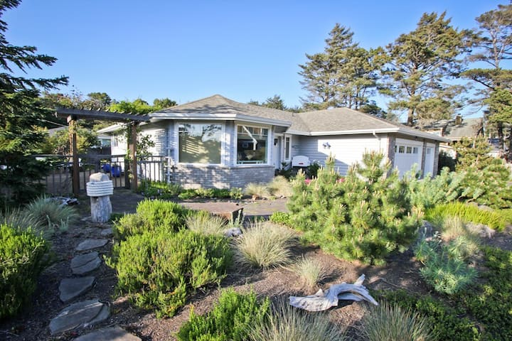 TRULY A TREASURE~MCA 524~Spectacular home with amazing outdoor living space. - 3 Bedroom, 2 Bathroom