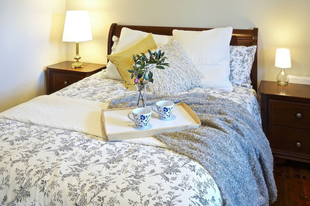 The first bedroom has a luxurious queen bed with beautiful linen. In colder months the beds are fitted with electric blankets. The rooms has a ceiling fan.