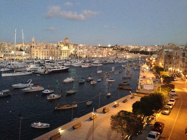 Beautiful 400 yr old apartment on the water! - Senglea - Appartement