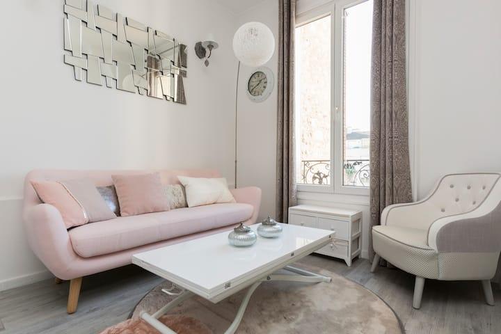 Appartement 2 pièces tout confort limite PARIS