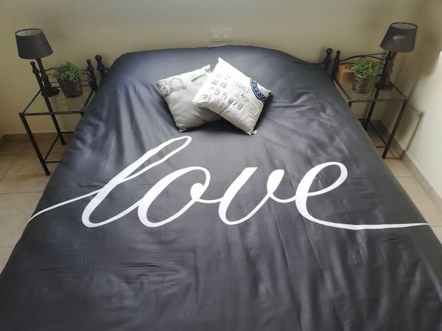In dit tweepersoonsbed slaap je als een roosje