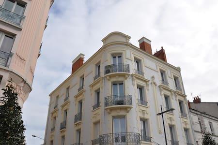 studio centre ville de Vichy - Vichy - Apartament