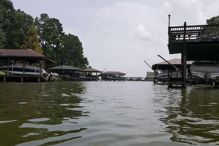 Lord's Landing - Shady Waterfront Lake Getaway