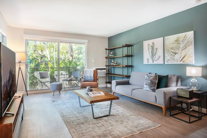 Westwood/UCLA walkable 1BR w/Gym, next to village, shopping by Blueground
